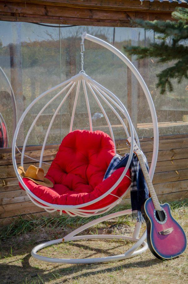 кресло подвесное Адель белое с красной подушкой