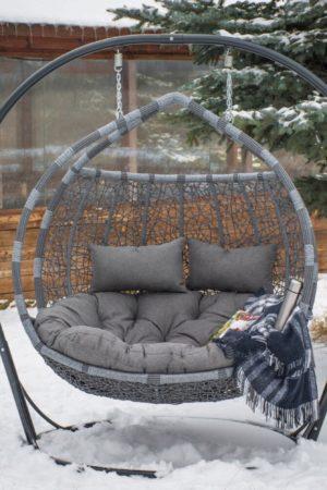 подвесное кресло галант серый на снегу