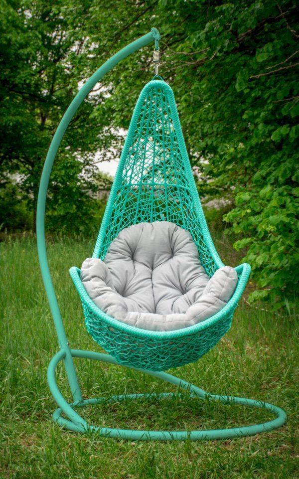 плетёное кресло гамак в бирюзовом цвете с серой подушкой