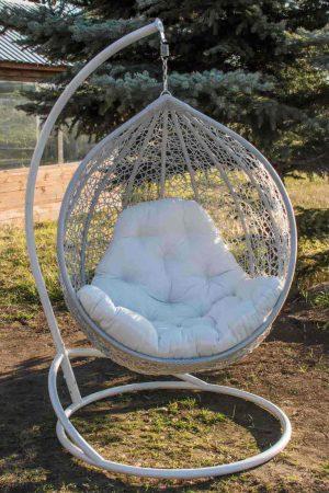 кресло подвесное из ротанга серебро подушка шампань