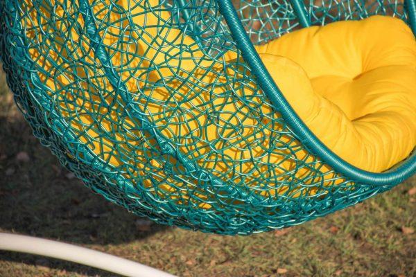 Ротанг бирюза на кресле Эмилия с жёлтой подушкой