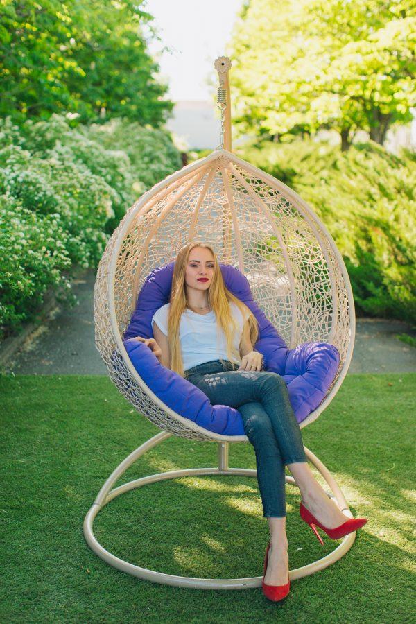 Бежевое плетёное подвесное кресло ЮМК Эмилия