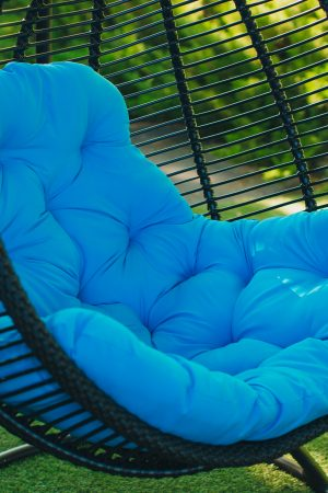 підвісні крісла чорного коліру з голубим