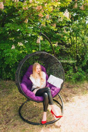 Плетене підвісне крісло яйце від ЮМК