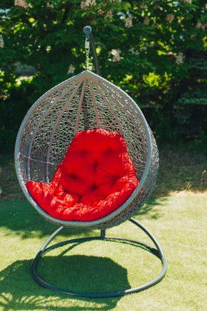 Красивое подвесное кресло Веста на стойке