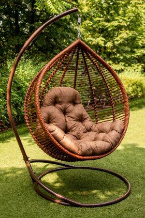 крісло веста в кольорі коньяк з коричневою подушкою