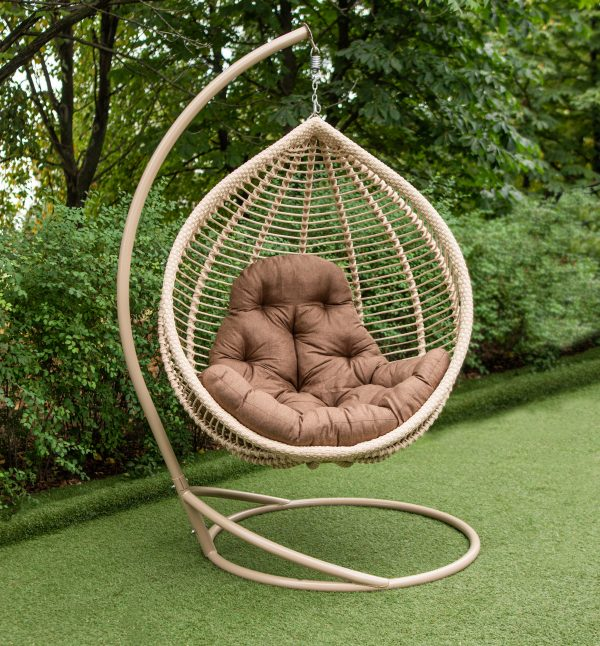 бежеве крісло кокон з ротангу подушка люкс коричнева
