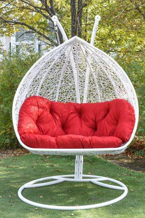 Двойное подвесное кресло кокон из ротанга Дабл ЮМК белое с красным