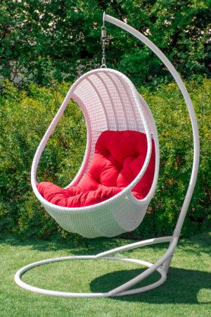 кресло на стойке комфорт люкс белое с красной подушкой