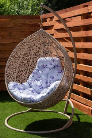 кресло кокон Глория беж с подушкой сакура