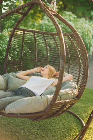 Двухместное кресло кокон Галант премиум шоколад с серой подушкой