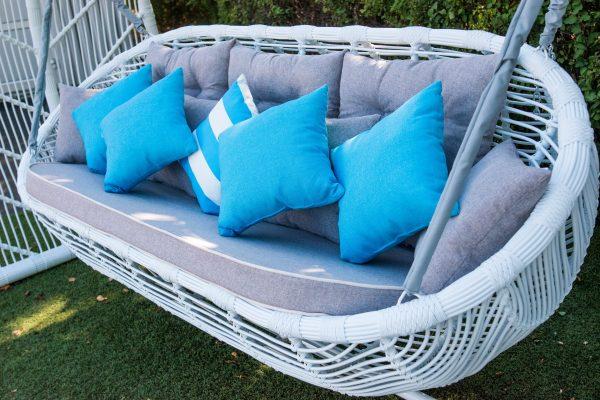 плетёное сиденье на садовой качеле Мароу
