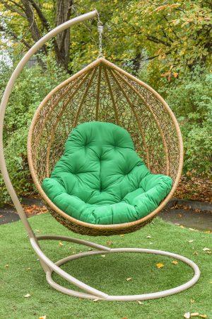 Садовое подвесное кресло кокон Глория с зелёной подушкой