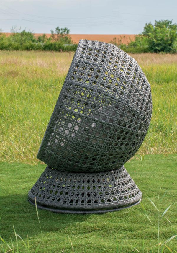 круглое поворотное кресло кокон в сером цвете