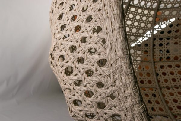плетение широким искусственным ротангом