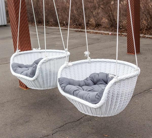 кресло-качели с мягкими сиденьями