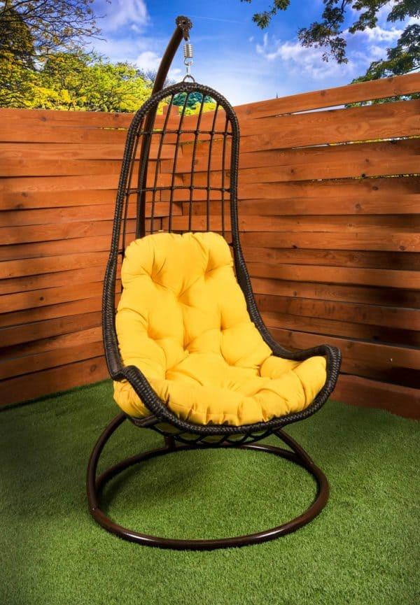 кресло гамак легато коричневое с жёлтой подушкой