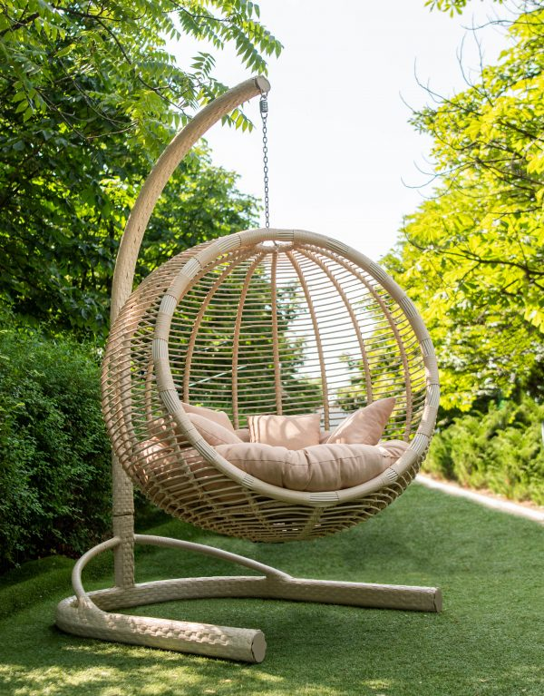 крісло кокон з плетеною стійкою