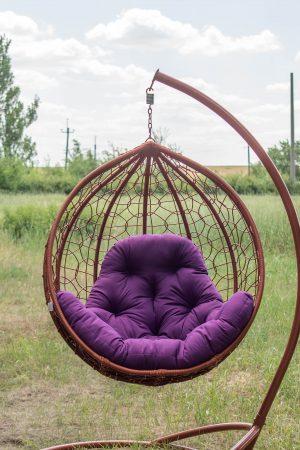 Подвесное кресло Эко премиум коньяк с фиолетовой подушкой
