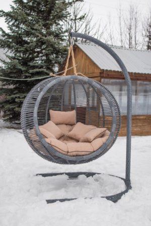 подвесное кресло Арена серый ротанг бежевые подушки