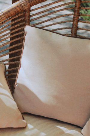 Подушки беж с кантом в подвесном кресле