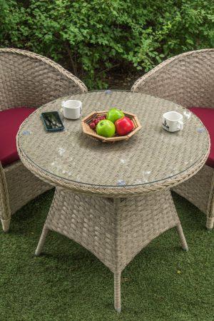 Кофейный столик из ротанга на улицу