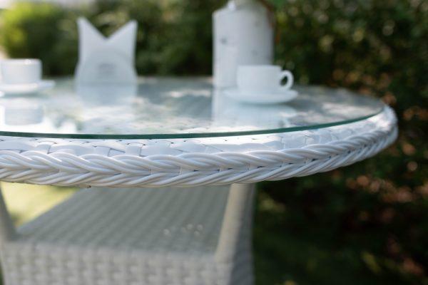 плетение косичкой на столике для сада