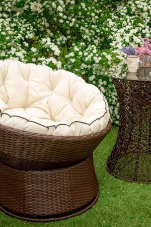 Кресло крутится из ротанга Лази и столик