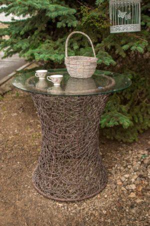 столик плетёный ротангом рошен