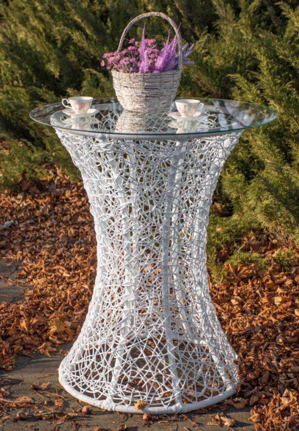 плетёный столик из ротанга белый
