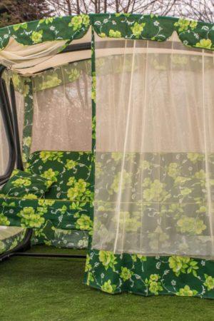 Качели в сад закрыты москитной сеткой