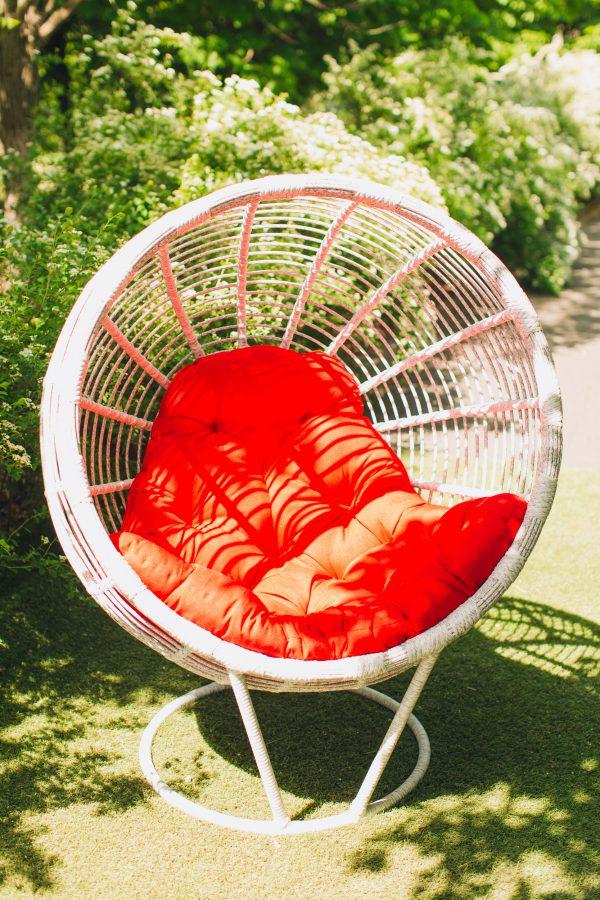 Кресло гнездо с подушкой для кафе и базы отдыха