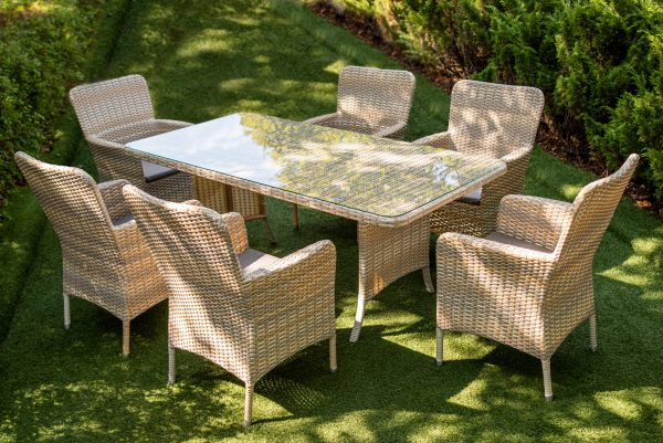 садові меблі для відпочинку на подвір'ї