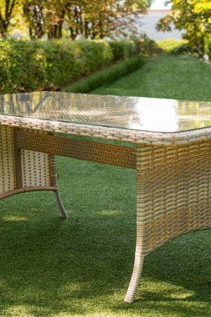 стіл плетений металевий