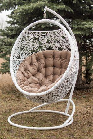 Нежное подвесное кресло ЮМК Прованс белый и бежевый велюр