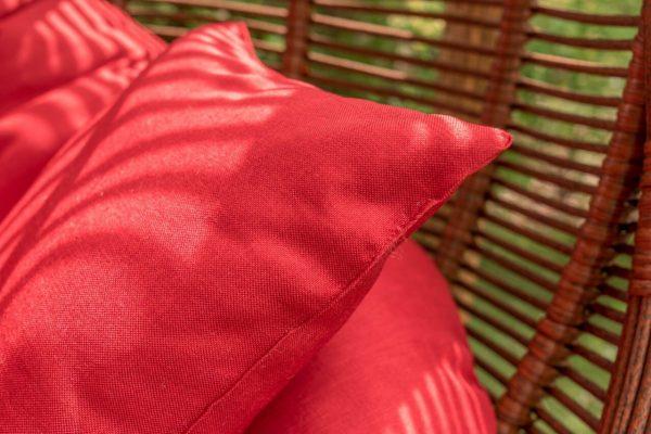 красные подушки люкс в кресле Арена