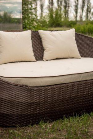 Садовая мебель в коричневом цвете с бежем