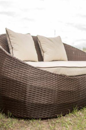 Мебель плетённая на улице
