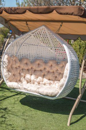 Огромное подвесное кресло кокон для сада