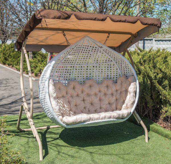 Трёхместное подвесное кресло из белого ротанга