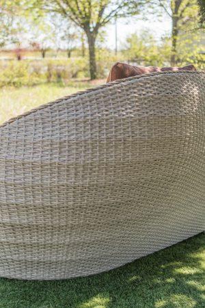 Плетёный диван со спинкой для улицы из ротанга