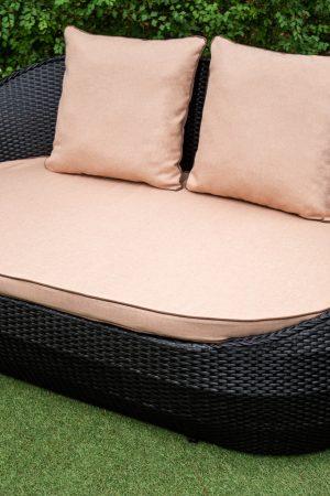 плетёный диванчик из искусственного ротанга