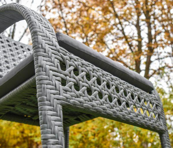 Плетение на стуле искусственным ротангом