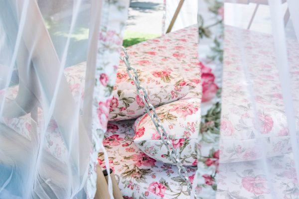 ткань качели с розовым цветком