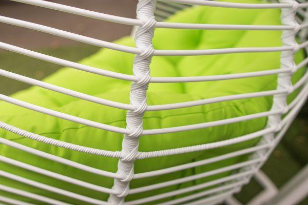 плетене ротангове крісло полосатим ротангом