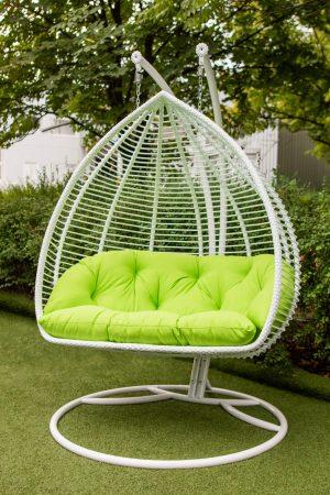 Білосніжне крісло підвісне двохмісне з салатовою подушкою