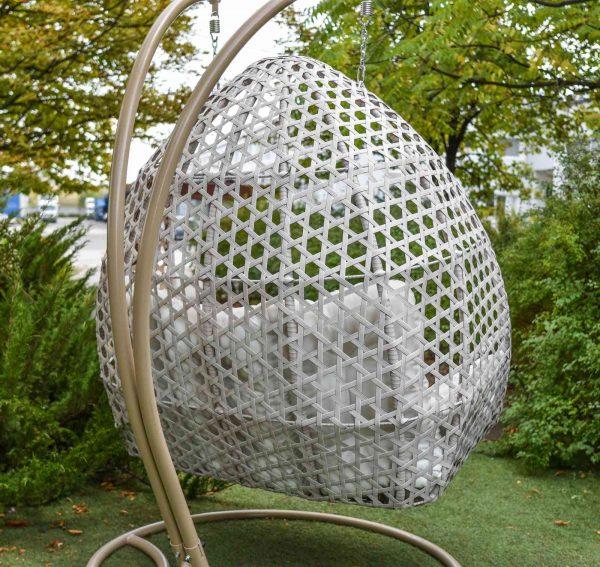 Плетение на подвесном кресле из металла