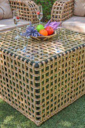 Плетёный столик из металла и ротанга со стеклом