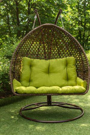 трёхместное подвесное кресло из ротанга