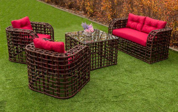 Плетёная мебель с мягкими сиденьями